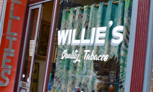 Willie's Smoke Shop